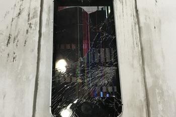 iPhone5S:ガラス割れ修理交換|半端ないバキバキでも直ります!の施工後画像